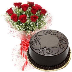Red Roses With Chocolate Cake