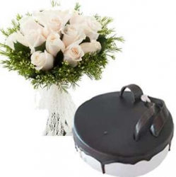 White Roses Bunch And Blueberry Cake
