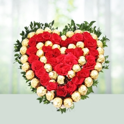 Heart Shape Red Roses And Chocolate Gift