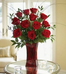Glass Vase Arrangement Of 12 Red Roses